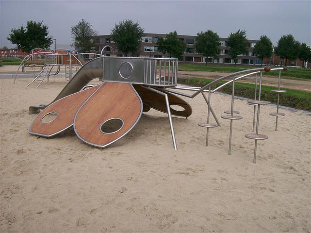 IJslander bugs playground equipment
